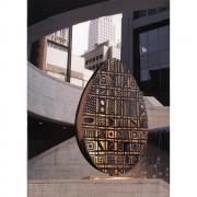 Mezzo Uovo con foro quadrato - Bronzo, fusione a cera persa - 180x90x264 cm - New York 1997