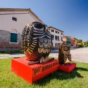 """Owls - Bronze, lost wax casting - h 52 in and h 30 in - Exhibition """"L'Oro di Venissa"""", Island of Mazzorbo, Venice - 2016"""